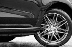 Quelles sont les meilleures marques de pneus auto pour une conduite sportive?